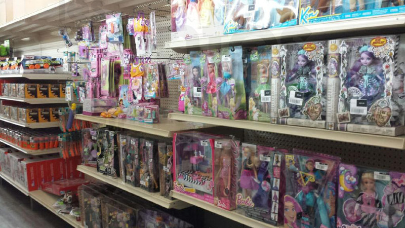Brand name toys liquidation sale for Mega meuble montreal nord