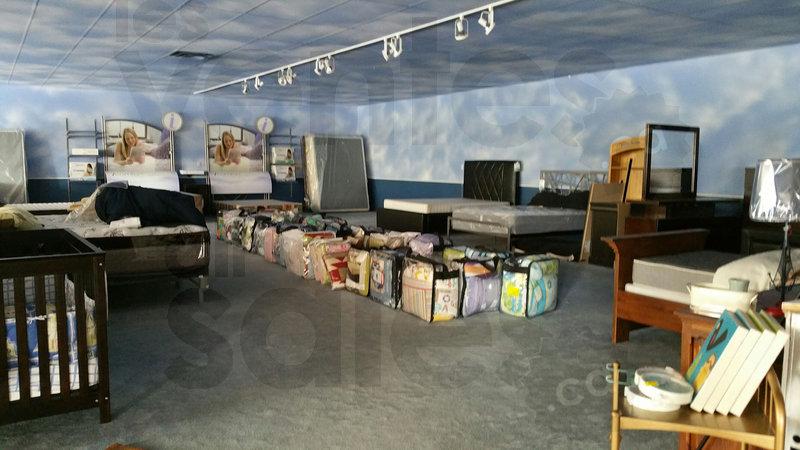 Final liquidation meubles denis riel for Mega meuble montreal